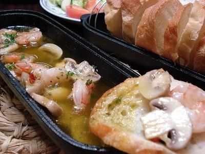 海老とマッシュルームのアヒージョ