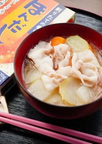 ボリューム有り、豚バラ肉と根菜類の味噌汁