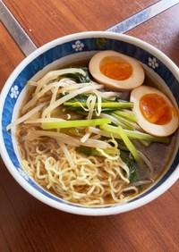鶏ガラ醤油スープの親子ラーメン