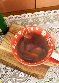 ラディッシュと人参玉ねぎのコンソメスープ