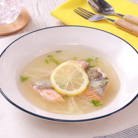ランチにも!鮭のレモンマリネスープ