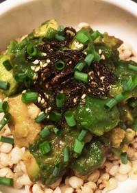 ダイエットにアボカド&ハトムギ サラダ丼