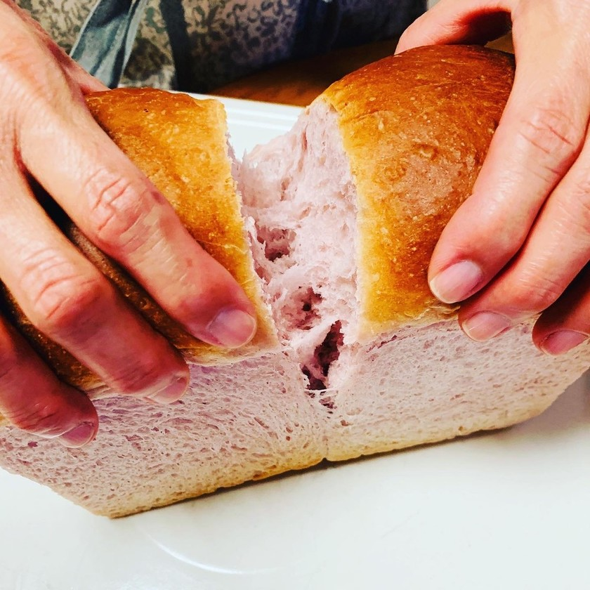 紅イモ食パン