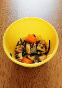 離乳食後期。簡単高野豆腐とひじきのそぼろ
