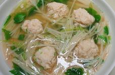 簡単ヘルシーふわふわ鶏ひき肉団子スープ