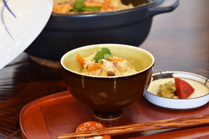 鮭としめじの土鍋炊き込みご飯