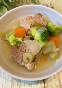 セロリと豚ブロックの香味スープ