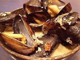 ムール貝カレー風味の白ワイン蒸し
