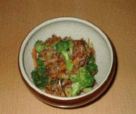 カリカリベーコンと丸ごとブロッコリーのサラダ
