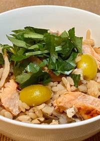 鮭と舞茸と銀杏の炊き込みご飯