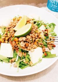【ケト飯】豚挽肉とナッツ、豆腐のサラダ