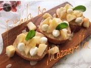 映える!桃とモッツァレラのトーストの写真