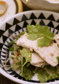 鶏ハムとパクチーのサラダ
