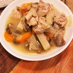 塩麹漬け鶏モモとたっぷり野菜の煮物