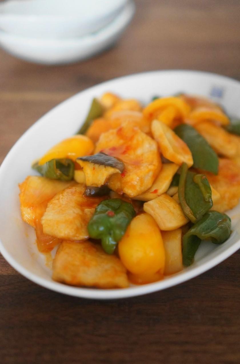 鶏胸肉の彩りスイートチリソース煮