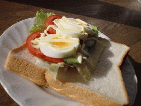 休日のサンドイッチ