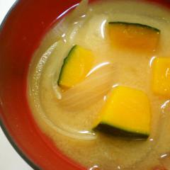 自然な甘み✿カボチャと玉ねぎの味噌汁