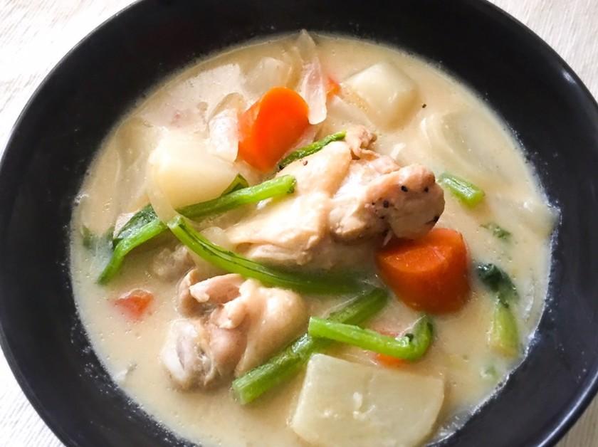 簡単ヘルシー☆手羽元とカブの豆乳スープ