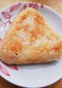 チーズ入りで絶品!焼きおにぎり