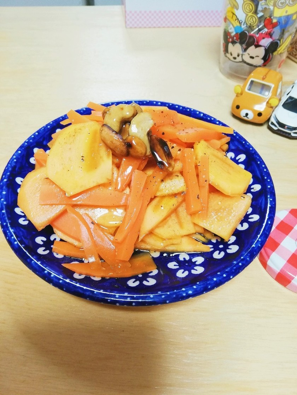 柿と人参のフレンチサラダ ハニーナッツ添