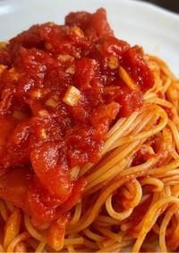 トマト缶で簡単☆トマトとニンニクのパスタ