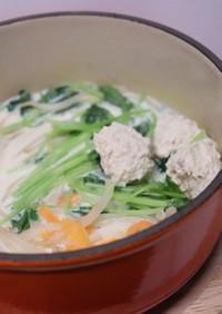 簡単♪鶏ミンチ団子もやし人参の豆乳鍋