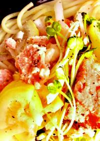鮭缶&ニンニクと醤油の塩レモンパスタ