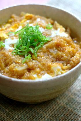 超簡単!麺つゆで作る「たぬき丼」