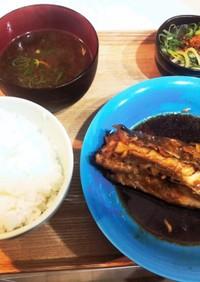 ご飯がすすむ あま〜い白身魚の煮付け定食