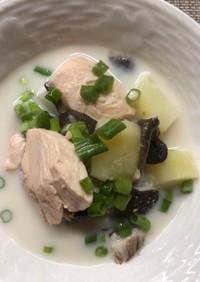 鮭とじゃがいものミルク味噌スープ