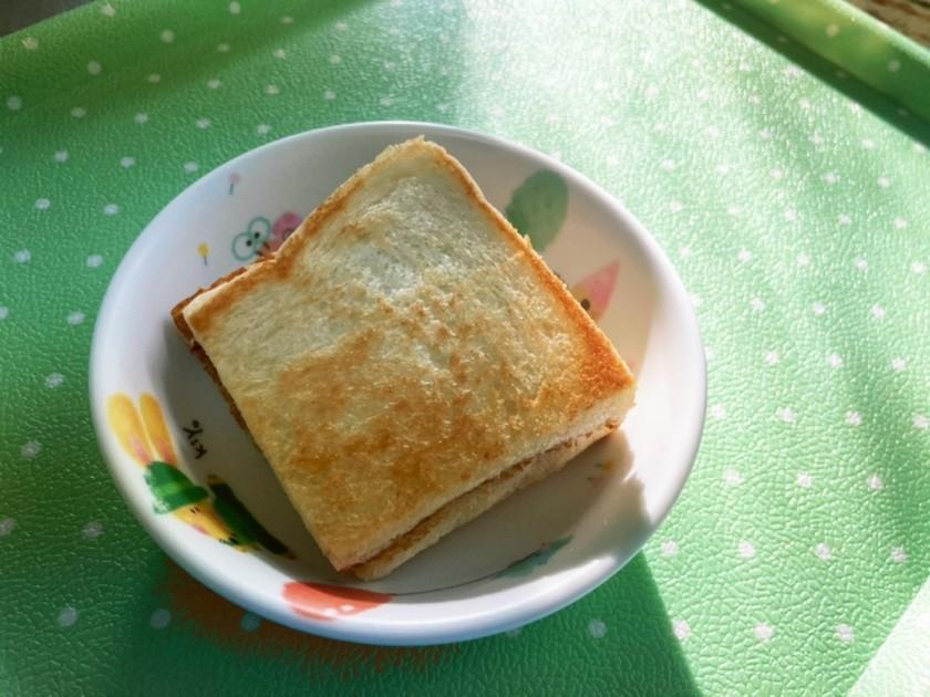 絵本バムとケロのグリルドチーズパン風