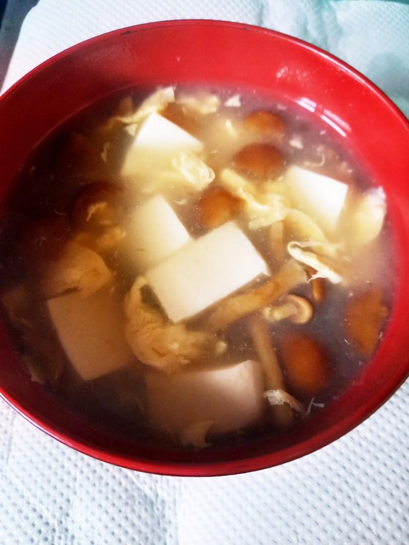 なめこと豆腐 玉子の中華風スープ
