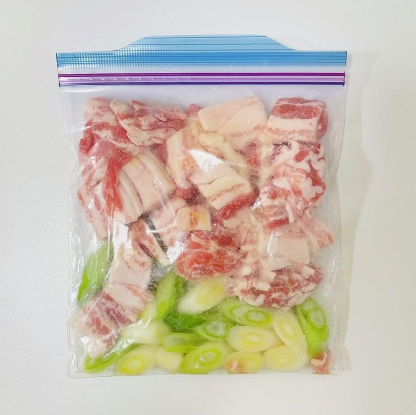 【下味冷凍】豚肉とネギの鶏ガラ蒸し