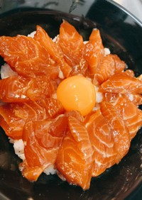 【柚子胡椒】漬けサーモン丼【ラー油】