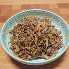 糸コンニャクとゴボウのピリ辛挽き肉炒め