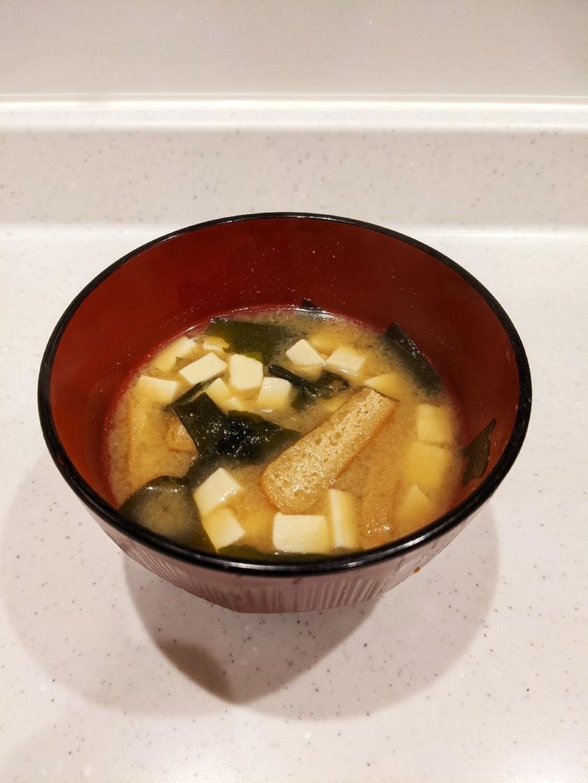 お豆腐たっぷり簡単・基本の味噌汁