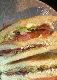 カフェ風、お洒落なBLTサンドイッチ