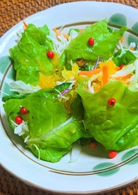 彩り野菜のサンチュ巻きサラダ