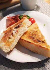 簡単ランチ オムレツ食パン