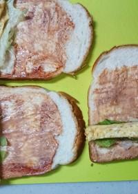 息子の軽食卵ロールサンドイッチ