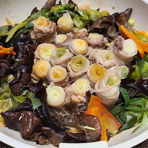 低カロリー&免疫力UP!ネギの豚肉巻き鍋