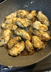 牡蠣醬油で旨味が凝縮、牡蠣バター焼き