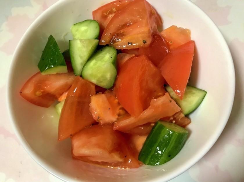 簡単 キュウリとトマトのサラダ