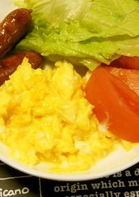 ホテル朝食風のスクランブルエッグ