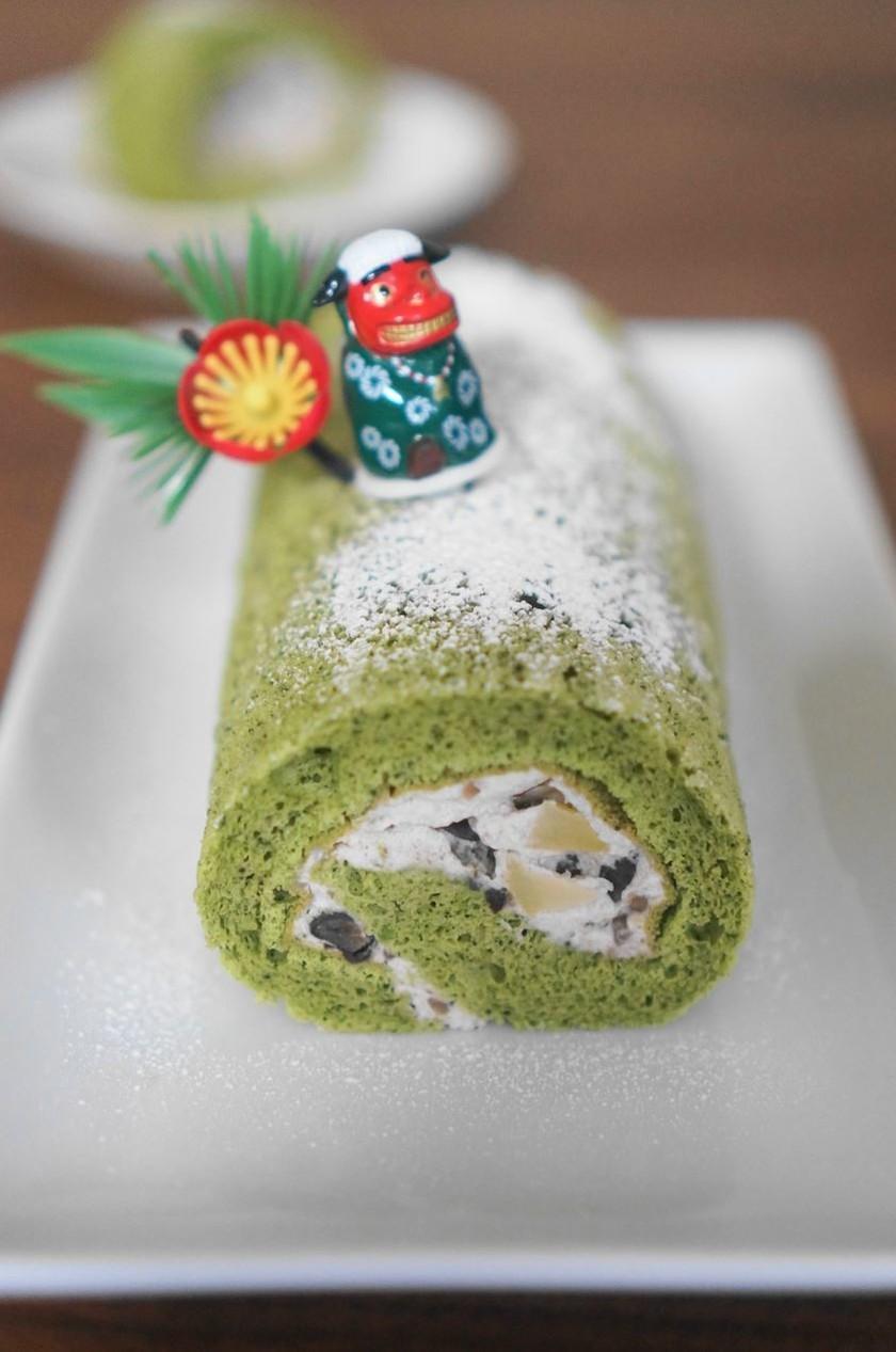 栗入り粒餡と抹茶の米粉ロールケーキ