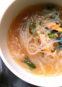 卵とワカメと春雨のスープ