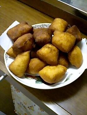 ケニアの揚げパン:マンダジ