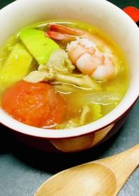 たもぎ茸とトマトとアボカドのスープ