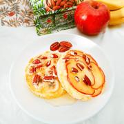 ピーカンとりんご/バナナのホットケーキの写真