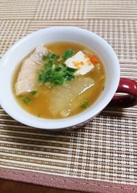 野菜たっぷりと白身の魚、豆腐のお味噌汁